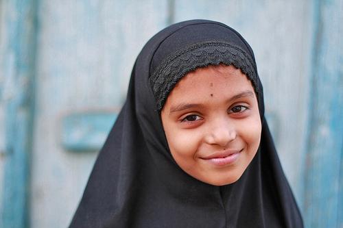 フリー画像| 人物写真| 子供ポートレイト| 外国の子供| 少女/女の子| スカーフ| インド人|     フリー素材|