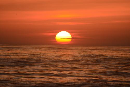 フリー画像| 自然風景| 夕日/夕焼け/夕暮れ| 水平線/地平線| 海の風景| 橙色/オレンジ|      フリー素材|