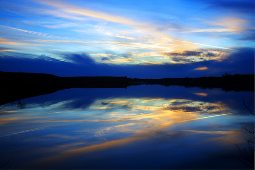 フリー画像| 自然風景| 空の風景| 雲の風景| 湖の風景| 夕日/夕焼け/夕暮れ| 青色/ブルー|     フリー素材|