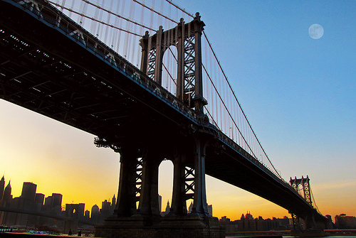 フリー画像| 人工風景| 建造物/建築物| 橋の風景| 月の風景| 夕日/夕焼け/夕暮れ| アメリカ風景| ニューヨーク|    フリー素材|
