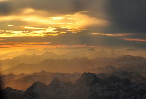 フリー画像| 自然風景| 雲の風景| 山の風景| 霧/靄| 夕日/夕焼け/夕暮れ| 橙色/オレンジ| アルゼンチン風景|    フリー素材|