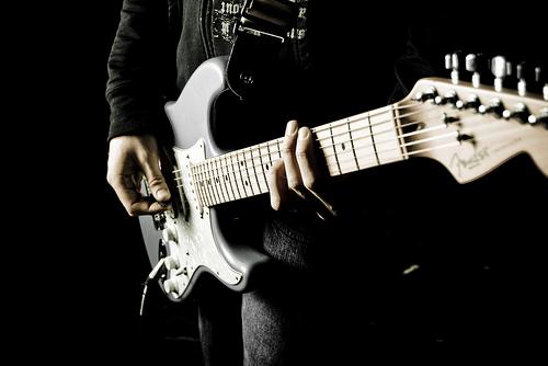 フリー画像|物/モノ|楽器|ギター|ギタリスト|黒色/ブラック|フリー素材|