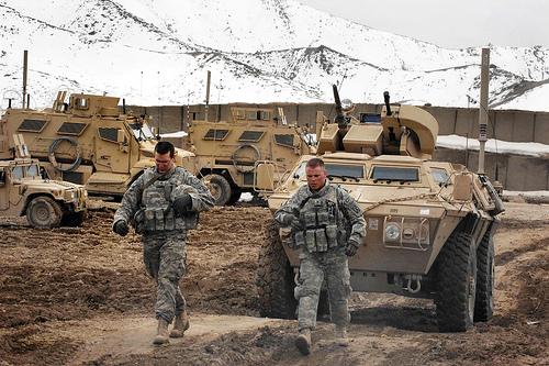 フリー画像| 戦争写真| 兵士/ソルジャー| 軍用車| 装甲車| アフガニスタン風景|      フリー素材|