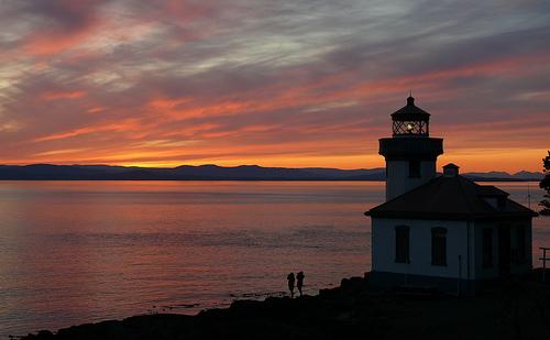 フリー画像| 人工風景| 建造物/建築物| 灯台/ライトハウス| 夕日/夕焼け/夕暮れ| シルエット| 海の風景| アメリカ風景|    フリー素材|