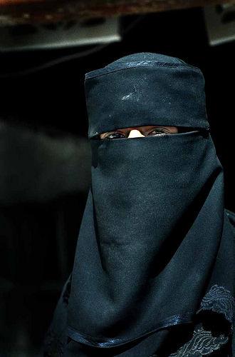 フリー画像| 人物写真| 女性ポートレイト| ベール| イエメン人| 黒色/ブラック|      フリー素材|