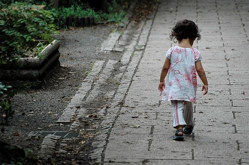 フリー画像| 人物写真| 子供ポートレイト| 外国の子供| 少女/女の子| 後ろ姿|      フリー素材|