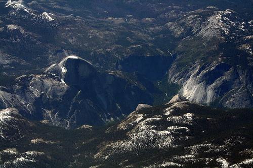 フリー画像| 自然風景| 峡谷の風景| 岩山の風景| 航空写真| Half Dome| アメリカ風景| ヨセミテ国立公園|    フリー素材|