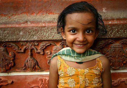 フリー画像| 人物写真| 子供ポートレイト| 外国の子供| 少女/女の子| 笑顔/スマイル| インド人|     フリー素材|