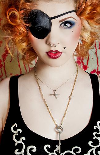 フリー画像| 人物写真| 女性ポートレイト| 白人女性| 眼帯|       フリー素材|