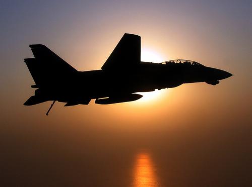 フリー画像| 航空機/飛行機| 軍用機| 戦闘機| F-14 トムキャット| F-14D Tomcat| 夕日/夕焼け/夕暮れ|     フリー素材|