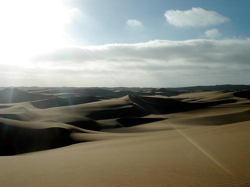 フリー画像| 自然風景| 砂漠の風景| 太陽光線| ナミビア風景| 雲の風景|      フリー素材|