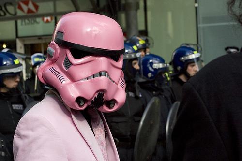 フリー画像| 人物写真| コスプレ| STAR WARS/スター・ウォーズ| storm trooper/ストーム・トルーパー| 抗議デモ| イギリス風景| ロンドン|    フリー素材|