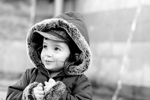 フリー画像  人物写真  子供ポートレイト  外国の子供  少女/女の子  モノクロ写真       フリー素材 