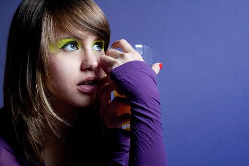 フリー画像| 人物写真| 女性ポートレイト| ラテン系女性| 紫色/パープル| ブラジル人|      フリー素材|