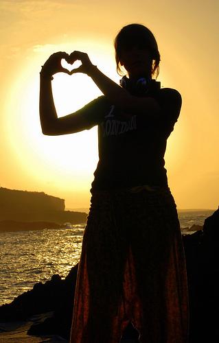 フリー画像| 人物写真| 女性ポートレイト| シルエット| ハート| 夕日/夕焼け/夕暮れ|      フリー素材|