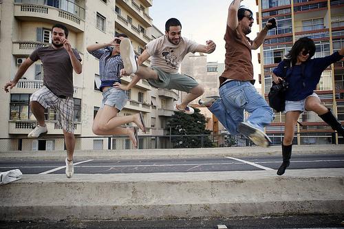 フリー画像| 人物写真| 一般ポートレイト| 集団/グループ| 跳ぶ/ジャンプ|       フリー素材|
