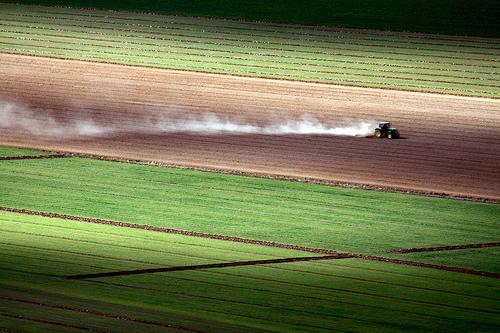 フリー画像| 自然風景| 農地/農園| 田園風景| トラクター| スペイン風景|      フリー素材|