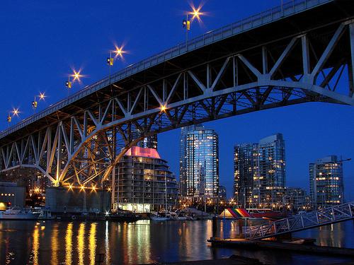 フリー画像| 人工風景| 建造物/建築物| 橋の風景| 夜景| ビルディング| カナダ風景|     フリー素材|