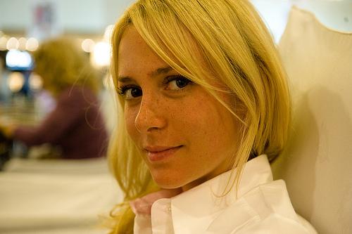 フリー画像|人物写真|女性ポートレイト|白人女性|金髪/ブロンド|イスラエル人|フリー素材|