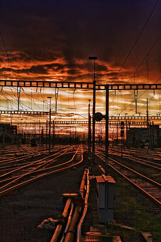 フリー画像| 人工風景| 線路/鉄道| 夕日/夕焼け/夕暮れ| スイス風景| チューリッヒ|      フリー素材|