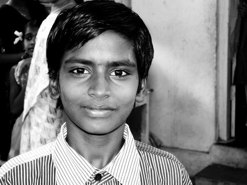フリー画像| 人物写真| 子供ポートレイト| 外国の子供| 少年/男の子| インド人| モノクロ写真|     フリー素材|
