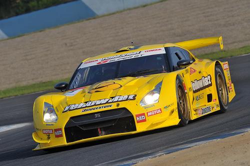 フリー画像| 自動車| レーシングカー| 日産/ニッサン| 日産 スカイライン| Nissan GT-R R35| イエローハット YMS トミカ GT-R| 日本車|    フリー素材|