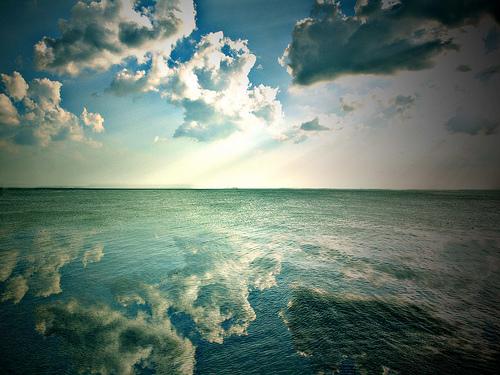 フリー画像| 自然風景| 空の風景| 雲の風景| 海の風景| 太陽光線|      フリー素材|