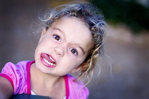フリー画像| 人物写真| 子供ポートレイト| 外国の子供| 少女/女の子| 怒る|      フリー素材|