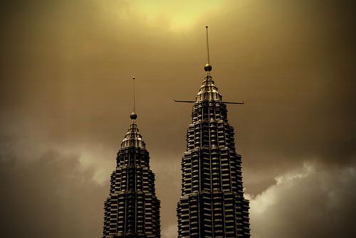 フリー画像| 人工風景| 建造物/建築物| ビルディング| ペトロナスツインタワー| マレーシア風景| セピア|     フリー素材|