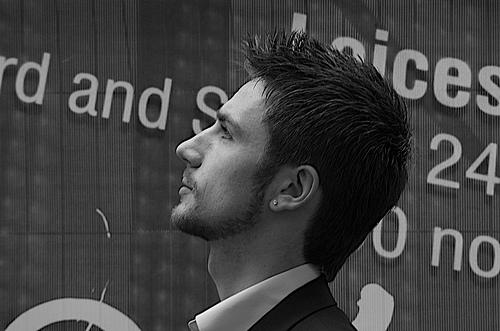 フリー画像| 人物写真| 男性ポートレイト| 外国人男性| イケメン| 横顔| イギリス人| モノクロ写真|    フリー素材|