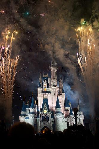 フリー画像| 人工風景| 建造物/建築物| 城/宮殿| マジックキングダム| ディズニーランド| 夜景| 花火| アメリカ風景|   フリー素材|