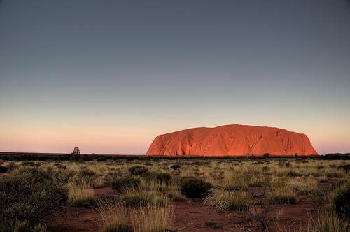 フリー画像| 自然風景| ウルル/エアーズロック| 岩山の風景| オーストラリア風景|       フリー素材|
