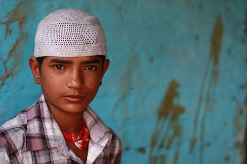 フリー画像| 人物写真| 子供ポートレイト| 外国の子供| 少年/男の子| インド人| 帽子|     フリー素材|