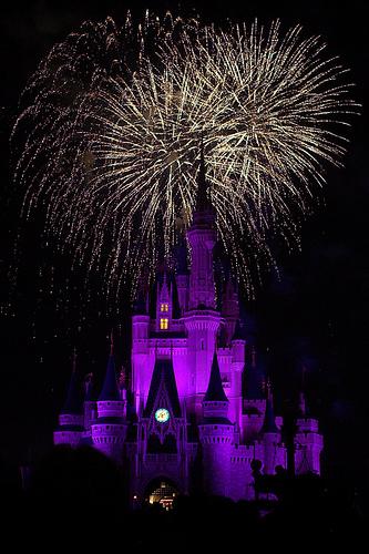 フリー画像|人工風景|建造物/建築物|城/宮殿|マジックキングダム|ディズニーランド|夜景|花火|アメリカ風景|フリー素材|