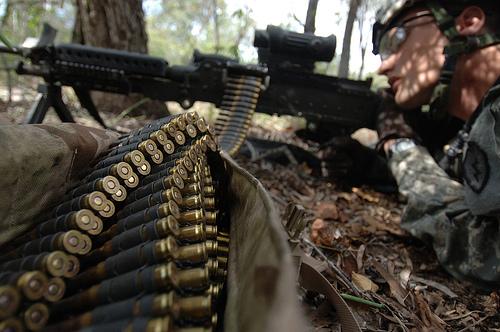フリー画像| 戦争写真| 兵士/ソルジャー| 銃器| 機関銃| M240機関銃| M240B|     フリー素材|