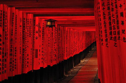 フリー画像| 人工風景| 神社/仏閣/寺院| 伏見稲荷大社| 鳥居| 日本風景| 京都| 赤色/レッド|    フリー素材|