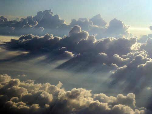 フリー画像  自然風景  空の風景  雲の風景  太陽光線        フリー素材 