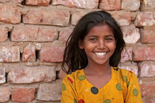 フリー画像| 人物写真| 子供ポートレイト| 外国の子供| 少女/女の子| インド人| 笑顔/スマイル|     フリー素材|
