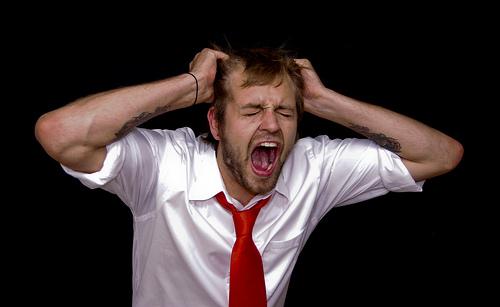 フリー画像| 人物写真| 男性ポートレイト| 外国人男性| 頭を抱える| 叫ぶ|      フリー素材|