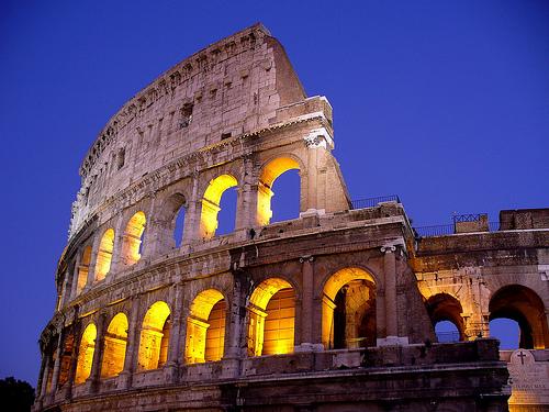 フリー画像| 人工風景| 建造物/建築物| コロッセオ| 夜景| イタリア風景| ローマ|     フリー素材|
