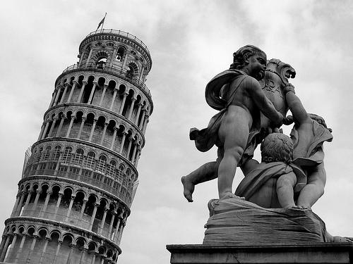 フリー画像| 人工風景| 建造物/建築物| ピサの斜塔| 塔/タワー| 世界遺産/ユネスコ| 彫刻/彫像| イタリア風景| モノクロ写真|   フリー素材|