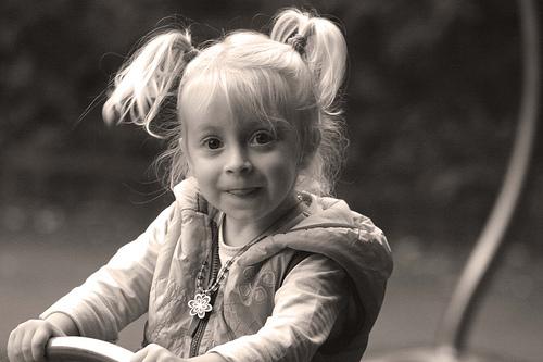 フリー画像| 人物写真| 子供ポートレイト| 外国の子供| 少女/女の子| セピア|      フリー素材|