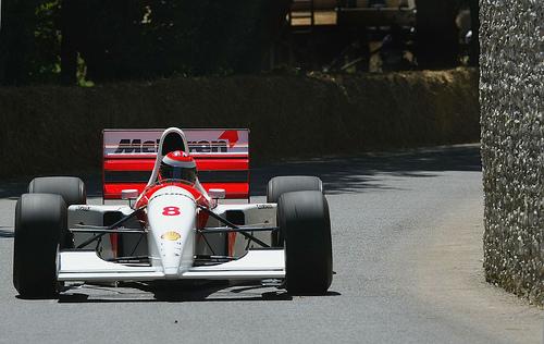 フリー画像| 自動車| レーシングカー| F1/フォーミュラー1| マクラーレン/McLaren| McLaren MP4/8| アイルトン・セナ/Ayrton Senna|     フリー素材|