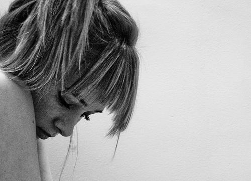 フリー画像| 人物写真| 女性ポートレイト| 白人女性| 憂鬱/メランコリー| モノクロ写真|      フリー素材|