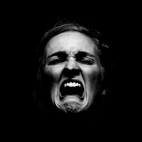 フリー画像| 人物写真| 女性ポートレイト| 泣き顔| 叫ぶ| モノクロ写真|      フリー素材|